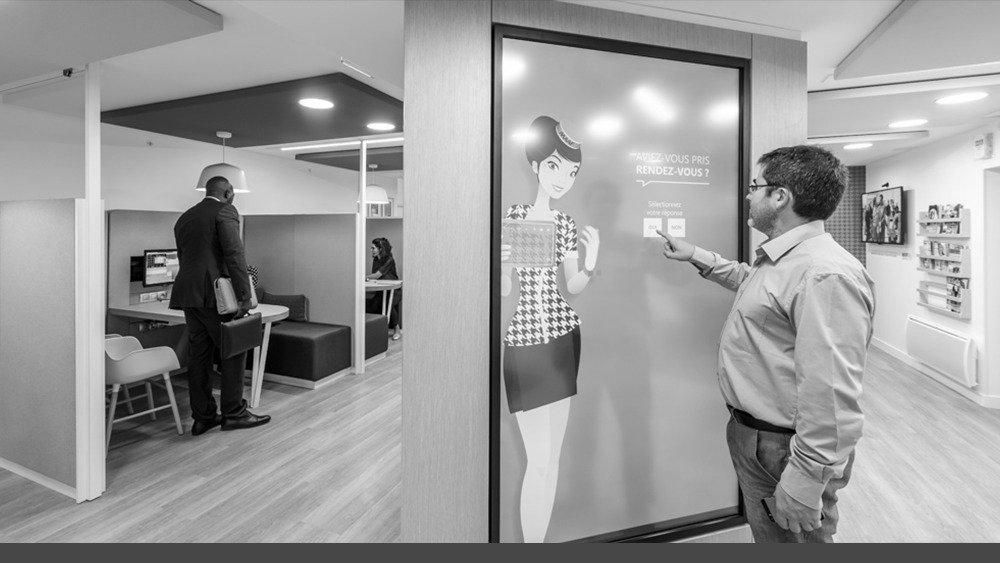 maaf et son nouveau concept d 39 agence digitale l 39 assurance en mouvement. Black Bedroom Furniture Sets. Home Design Ideas